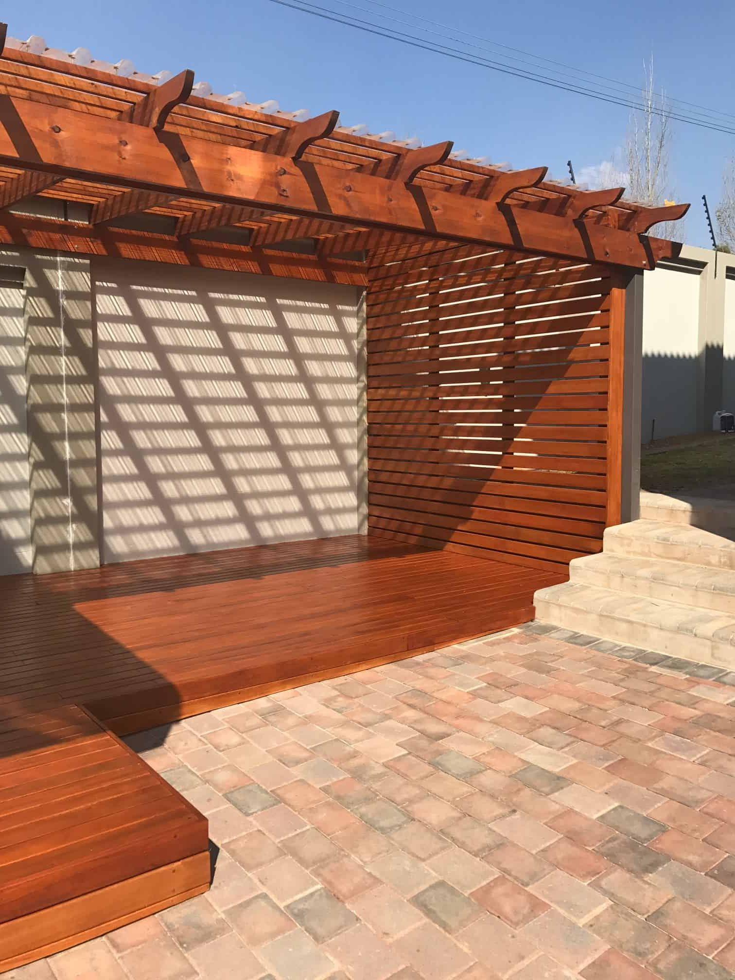 Saligna Deck With Screen And Pergola